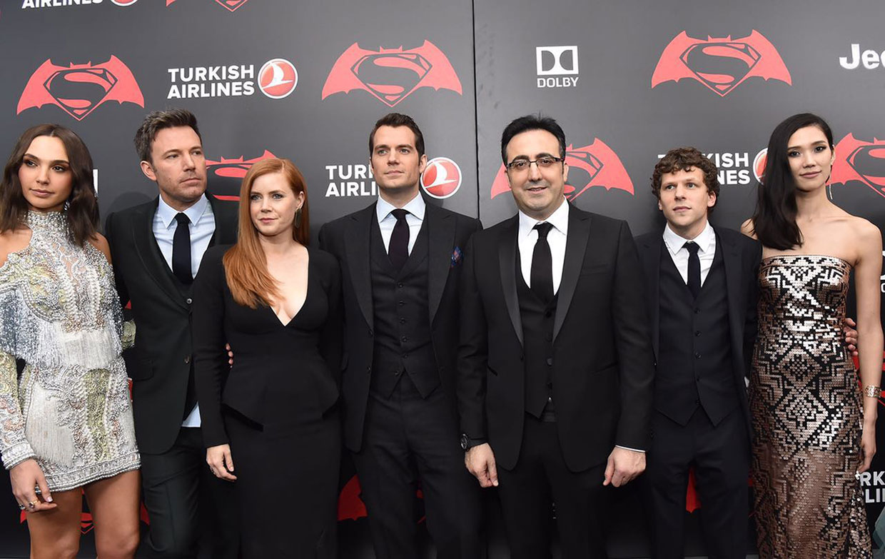 "Turkish Airlines Chairman Ilker Ayci mit dem Cast von ""Batman vs. Superman: Dawn of Justice"" auf Event"